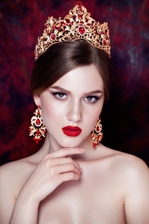 jewlery: Girl wearing tiara and sparkling jewlery. Vogue style Stock Photo