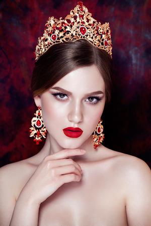 jewlery: Girl wearing tiara and sparkling jewlery. Vogue style Stock Photo