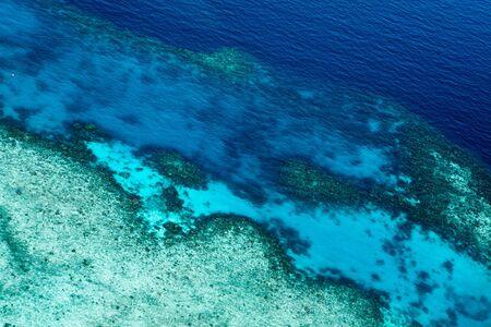 Luchtfoto van een rif. Mooie heldere diepe kleuren Stockfoto