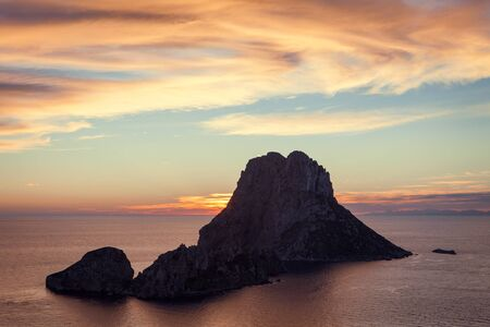 Magical Seascape of sunset on Es Vedra island, Ibiza, Baleares, Spain - Image Banque d'images