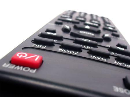 periferia: TV o il lettore DVD telecomando su sfondo bianco
