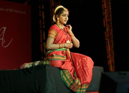 kuchipudi: Hyderabad,Ap,India- August 08,2012-Yashoda Thakore performing Vilasini Natyam Indian classical dance form originating from Andhra Pradesh, a theatrical dance tradition. Editorial