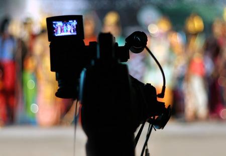 Afbeelding van de videocamera op het statief