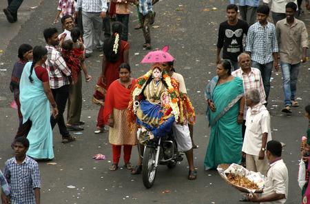 sagar: Hyderabad,Ap,India- September 18,2013-Hindu devotee bring Lord Ganesha idol for the traditional immersion in Hussain sagar during Hindu festival ganesh chathurthi
