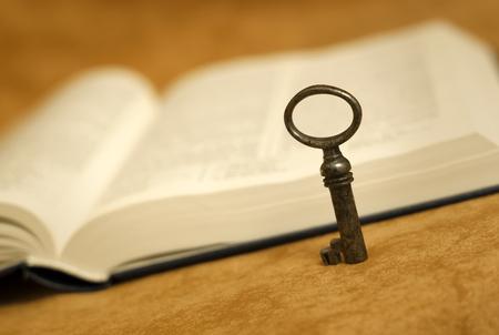 vangelo aperto: Bible - key for life - religion concept