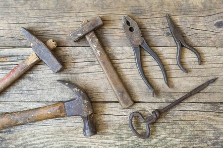Old vintage tools on wooden background, flat lay, top view Foto de archivo - 129737958