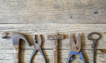 Old vintage tools on wooden background with copy space, flat lay, top view Foto de archivo - 129737956