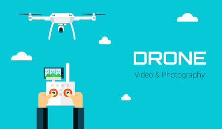 写真やビデオの記録を取ってカメラをリモートの空中ドローン。ベクトル ドローンと孤立の背景に手。ドローンとフラットなデザインのリモコン付きの手。