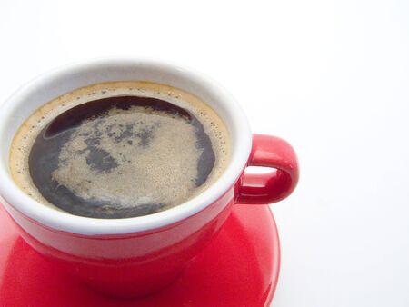 full red: Full cup red hot con sfondo bianco caff� Archivio Fotografico
