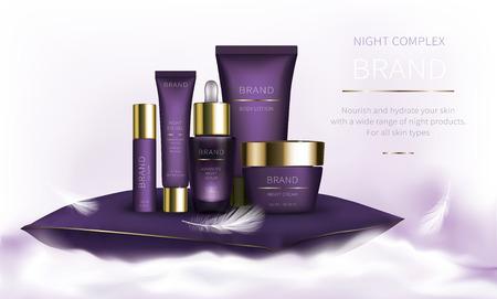 Série cosmétique de nuit pour les soins de la peau du visage, vecteur réaliste. Pot violet de crème et de sérum, tube en plastique avec gel pour les yeux. Cosmétiques debout sur un nuage moelleux blanc sur fond clair avec des plumes douces Vecteurs