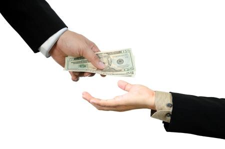 cash in hand: Mano dando dinero a otro lado aislado