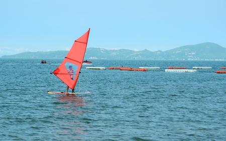 windsurfing: Estaciones de surf en el océano
