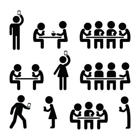 caminar: La gente en los teléfonos inteligentes, caminando y tocando juegos, teniendo iconos selfies Vectores