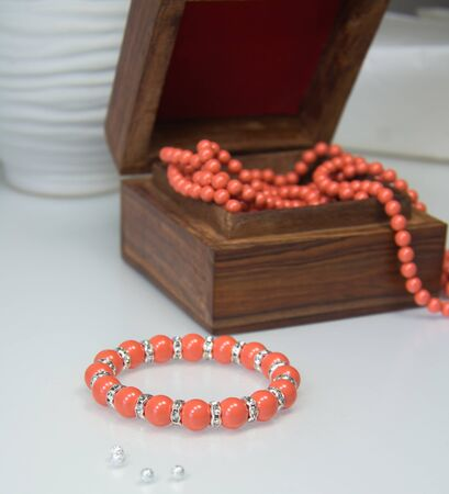 swarovski: Stretch bracelet with coral Swarovski pearls and crystal beads