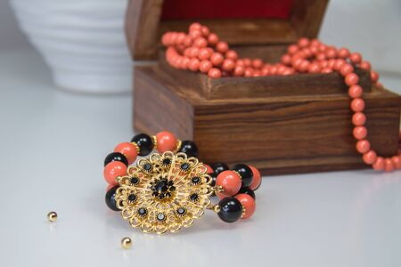 swarovski: Stretch bracelet with coral and black Swarovski pearls and crystal filigre flower element
