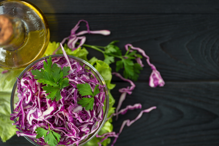 Vegetarian red cabbage salad with olive oil, concept of a healthy diet 스톡 콘텐츠