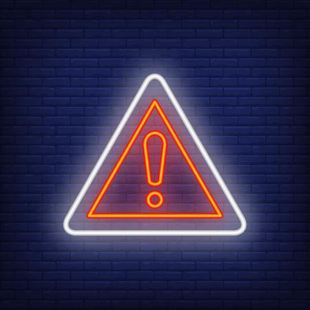 Señal de neón de carretera de advertencia. Ilustración que brilla intensamente de la señal de tráfico del triángulo con el signo de exclamación sobre fondo de ladrillo azul. Se puede utilizar para carreteras, obras viales, advertencias.