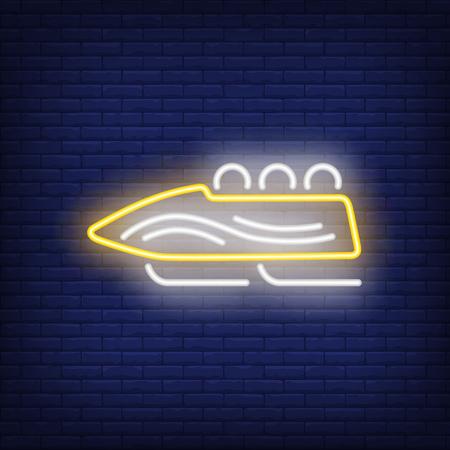 Gelbe Schlitten Leuchtreklame. Glühender Schlitten mit Sportteam auf dunkelblauem Backsteinhintergrund. Kann für Sport, Winterspiele verwendet werden