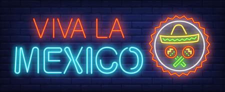 Testo al neon Viva la Mexico con maracas e sombrero in cerchio. Design della cultura messicana. Insegna al neon luminosa di notte, tabellone per le affissioni variopinto, striscione luminoso. Illustrazione vettoriale in stile neon. Vettoriali