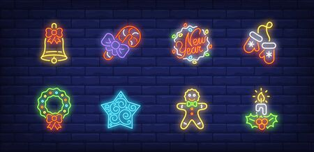 New Year decor neon sign set. Bell, fairy lights, wreath, gingerbread, candle. Vector illustration in neon style, bright banner for topics like Christmas, December holidays, party Banque d'images - 134691835