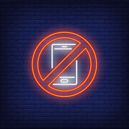Mobile phone ban neon sign. Prohibition symbol on brick background. Night bright advertisement. illustration in neon style for public places, roadsigns, technology Reklamní fotografie