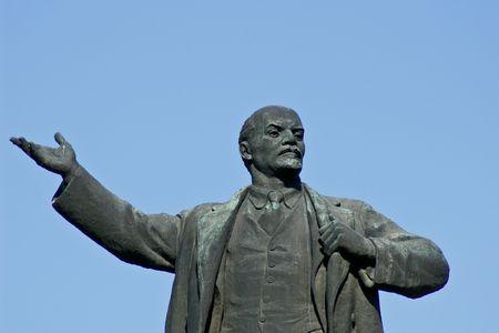 deceit: Lenin sculpture