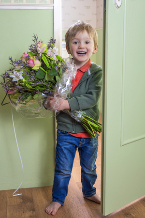 wake up happy: Adorable child bringing a bouquet of flowers