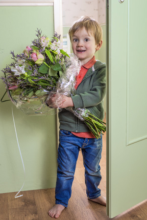 wake up happy: Funny kid holding a bouquet of flowers
