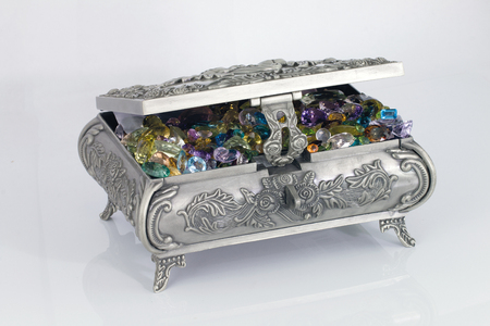 piedras preciosas: Casket with precious stones