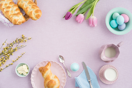 Easter breakfast scene shot from above 스톡 콘텐츠