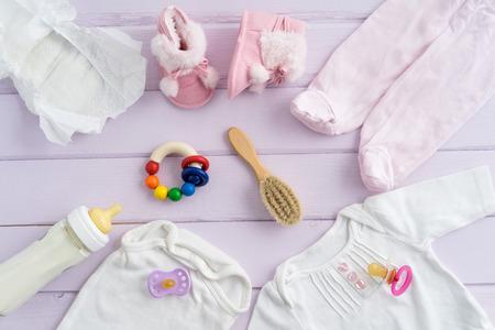 Collection d'articles pour bébés prises d'en haut. Idéal site héros ou l'image d'en-tête