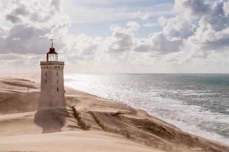 灯台北 Jutland、デンマークの Rubjerg Knude で砂嵐