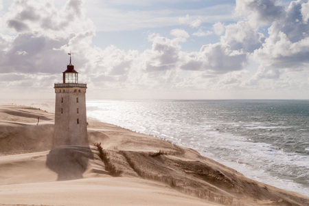 Sandsturm am Leuchtturm Rubjerg Knude in Nordjütland, Dänemark