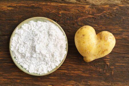 Hear shaped potato and potato flour or starch in small bowls Banco de Imagens