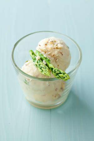 Asparagus sorbet ice cream with fresh green asparagus Banco de Imagens