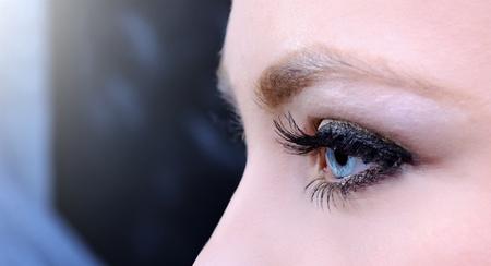 ojo humano: hermosa mujer de ojos azules disparar macro