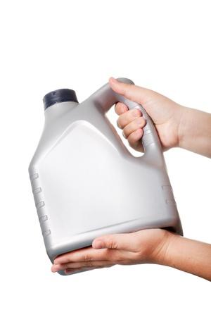 Kanister mit Maschinenöl isoliert auf weißem Hintergrund