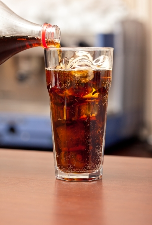 glass of cola with ice on the bar Standard-Bild