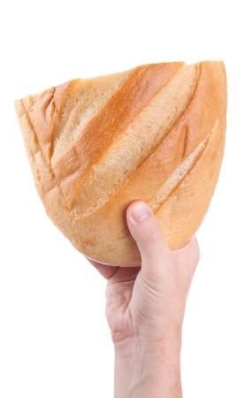 der Mann, der frisches Brot in den Händen, isoliert auf weißem Hintergrund