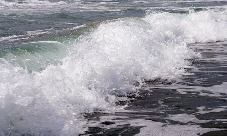 spume: The Spume of the sea wave on song.