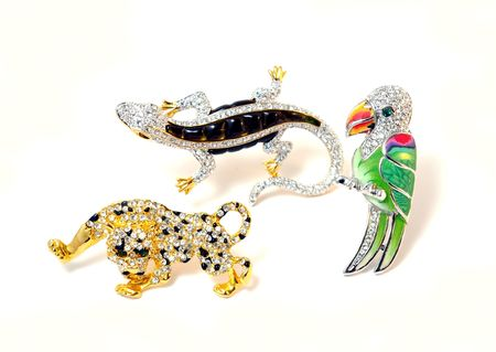 Three brooches in the manner of animal photo