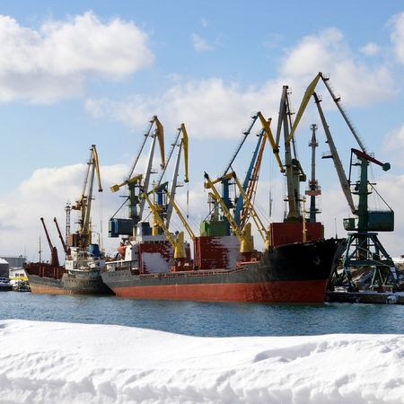 seaports: Winter in seaports.