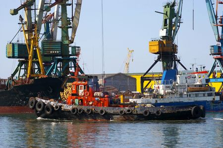 seaports: Ships in seaports