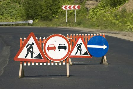 banning the symbol: Traffic signs Repair of the road and Passing prohibited�