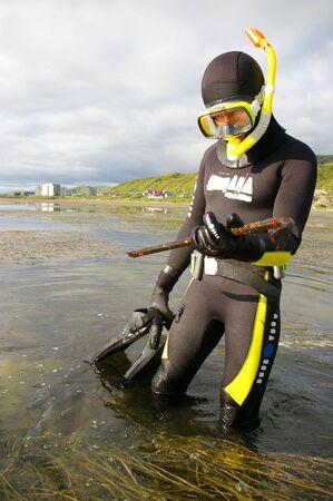 wet suit: Diver