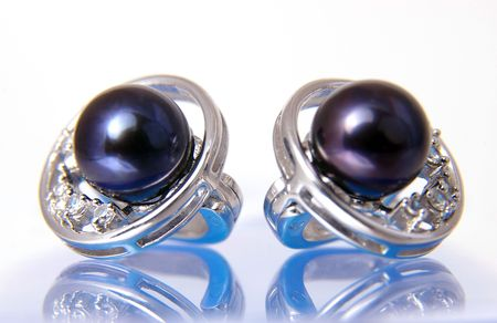 Silver earrings with black pearls     photo