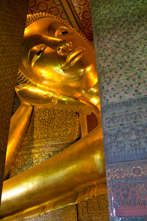 buddhismus: Bangkok Golden Reclining Buddha Thailand