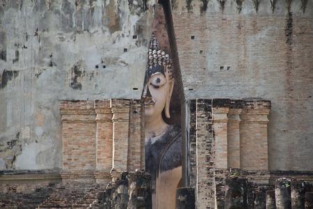 buddhismus: Wat Si Chum temple in Sukhothai, Thailand Stock Photo