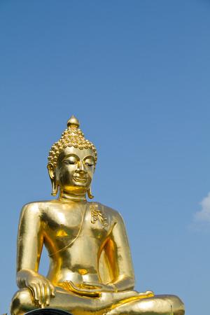 buddhismus: Sitting Golden Buddha at Golden Triangle, Thailand