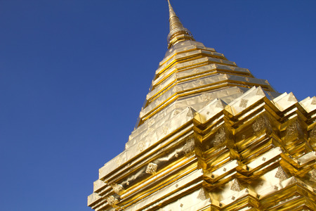 attraktion: Golden stupa in Chiang Mai, Thailand